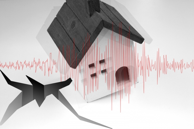 解体工事で家が揺れる
